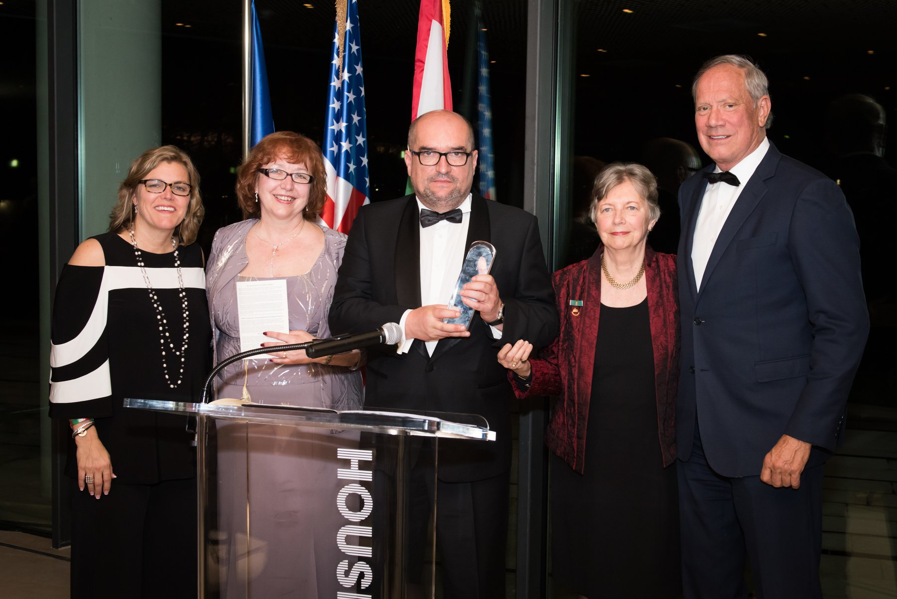 Gala co-chairs Edith K. Lauer and Governor George E. Pataki present award to Dr. Laszlo Brenzovics (accepting the award on behalf of Dr. Ildiko Orosz) with HAC President, Andrea Lauer Rice and Chairman Agnes Virga