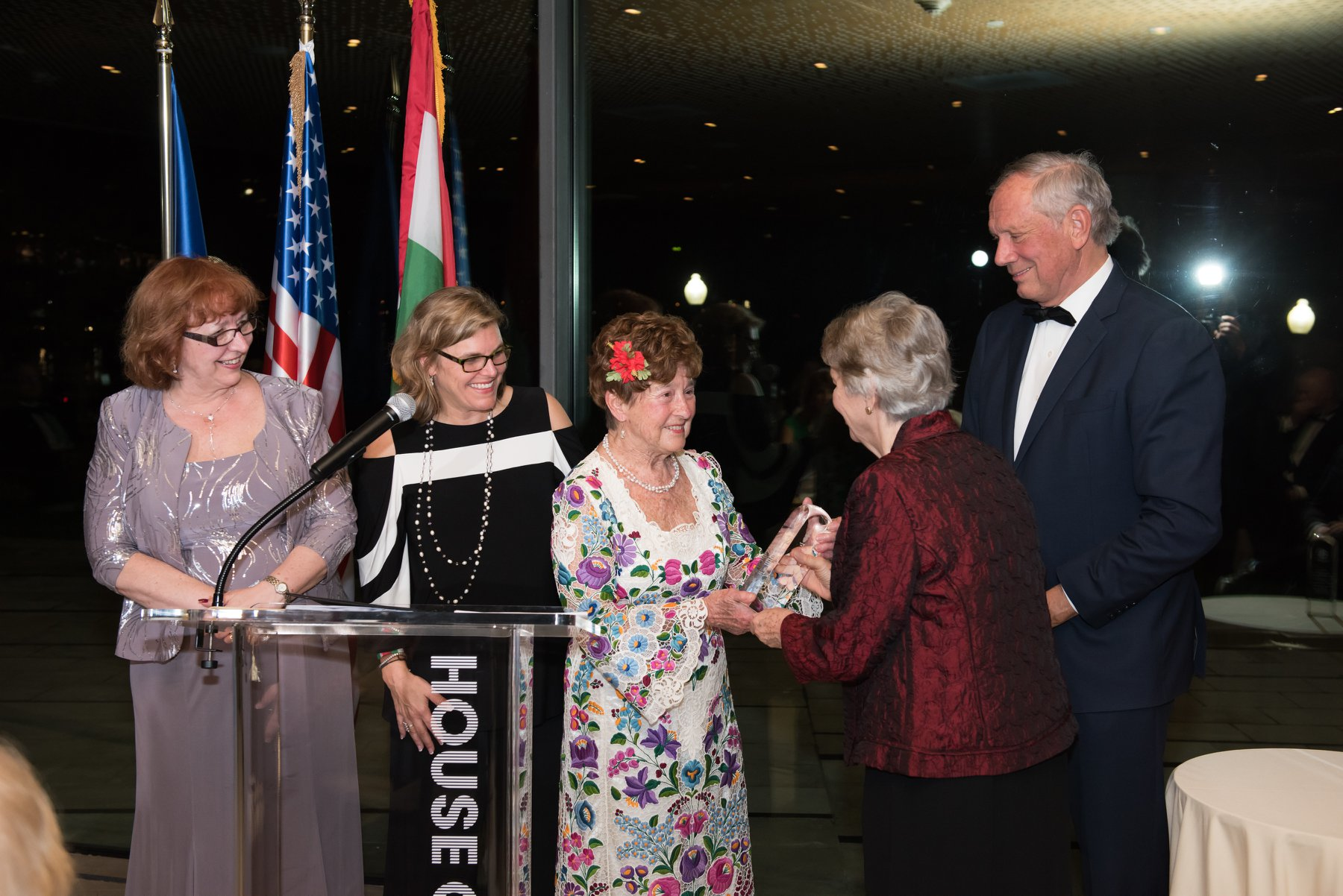 Edith K. Lauer, Chair Emerita of the Coalition hands Dr. Jenny Brown the Coalition award. Gala co-Chair Governor George E. Pataki, Andrea Lauer Rice, HAC President and Dr. Agnes Virga, HAC Chairman look on