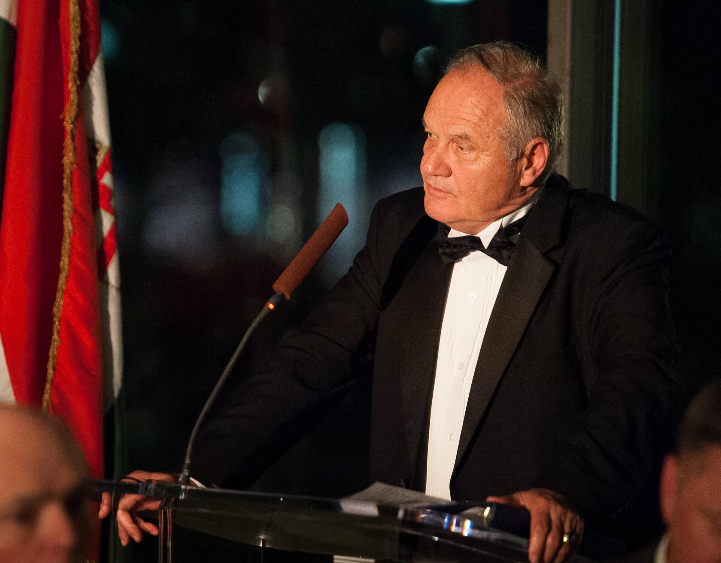 Dr. Péter Kovalszki