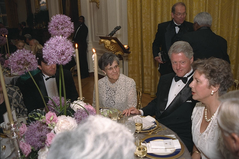 Edith K. Lauer seated next to President Bill Clinton and Hungarian First Lady, Zsuzsanna Göncz at the White House dinner to honor Hungarian President Árpád Göncz in 1999. Courtesy of the William J Clinton Presidential Library