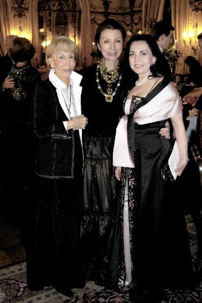 Mrs. Christina Ginsburg, Mrs. Aniko Gaal Schott, Ms. Andrea Rost